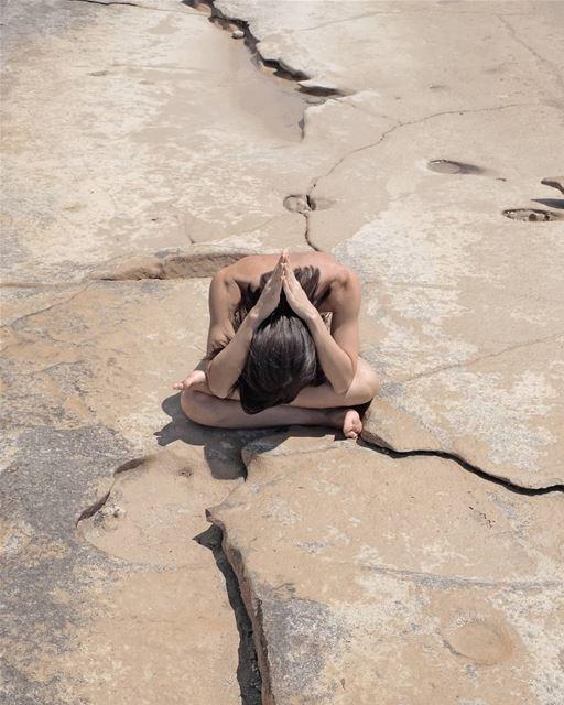 ~ 🙏 ~... yogaphotography yogachallenge yogainspiration yoga ... (Planet Mars)