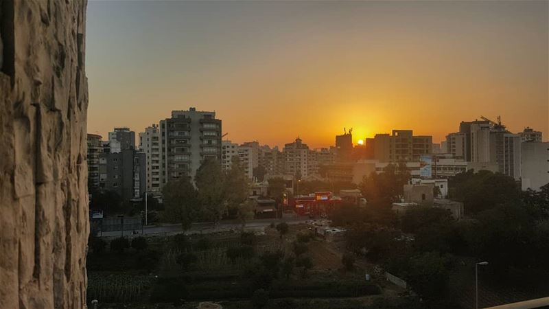 beirut  beiruting  sunsetview  sunset  sunset🌅  sunsetlovers ... (Mount Lebanon Hospital)