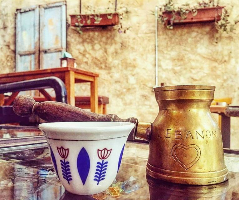 Coffee obsession with magnificent oriental details ☕ Черный кофе с толченым (Beirut, Lebanon)