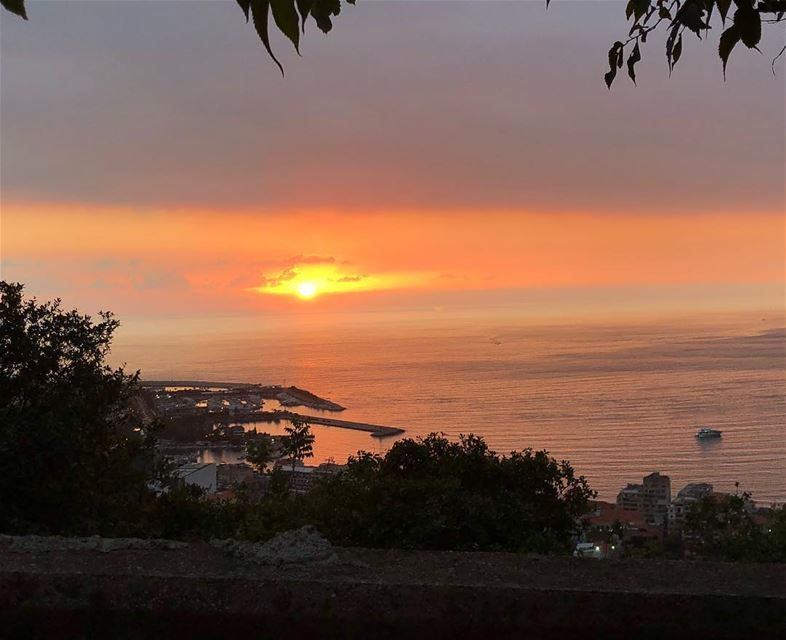 As long as you live , keep learning how to live... abouttoday'ssunset... (Jounieh)