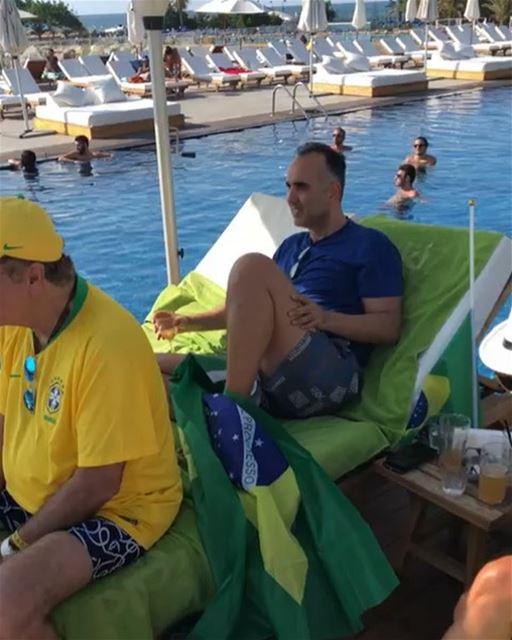 Vídeo enviado agora do Líbano mostra torcedores brasileiros e libaneses... (Veer Pool (Kaslik))