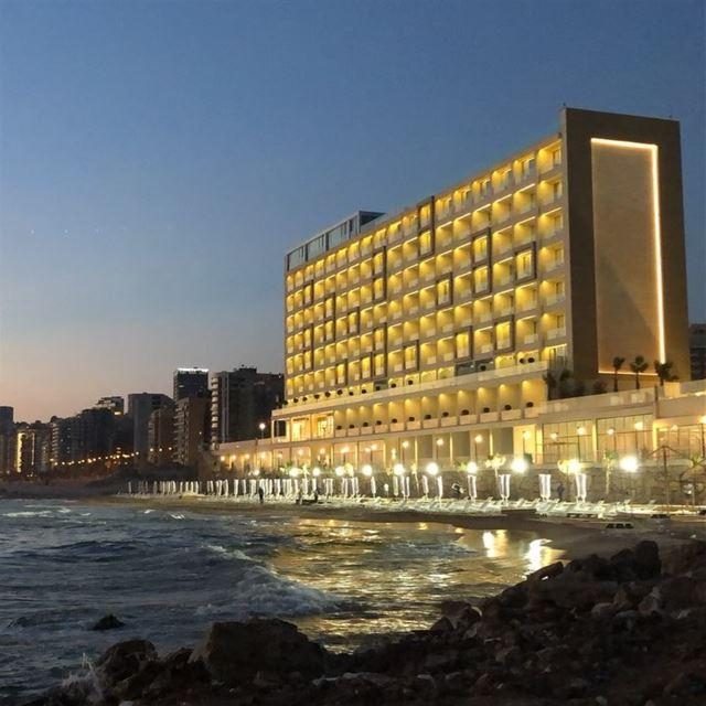 timelapse lebanon lebanon🇱🇧 beirut sea beach night ... (Ramlat Al Bayda', Beyrouth, Lebanon)