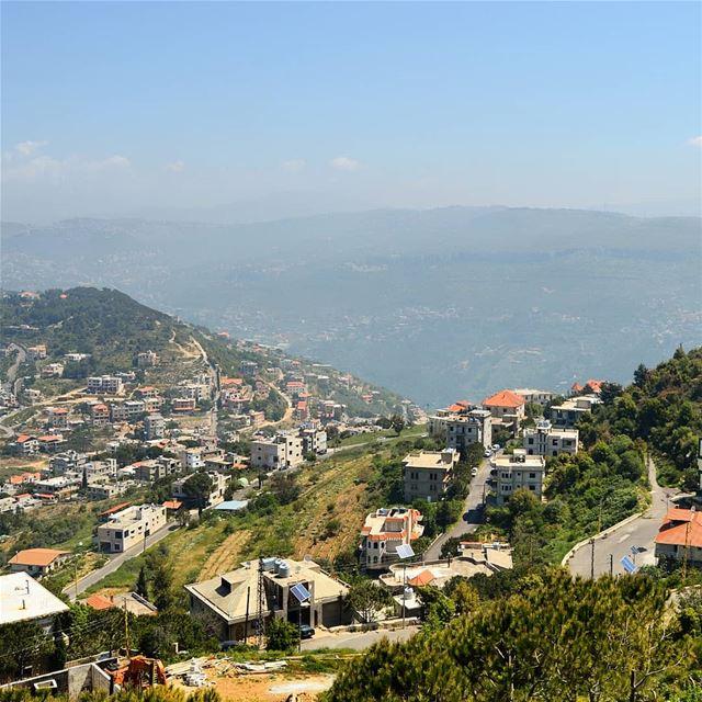 🇱🇧❤❤ mountains houses village view amazingday amazinglebanon ... (Lebanon)
