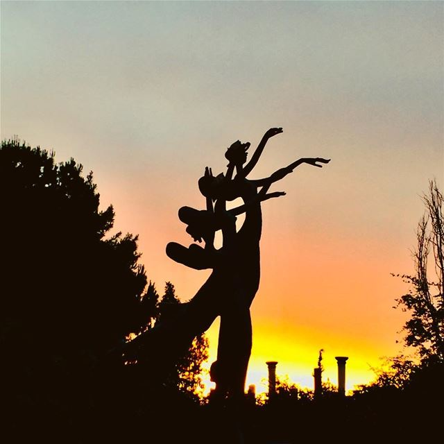 nature sunset summer festival statue dancingladies colors trees ... (Zouk Mikael)