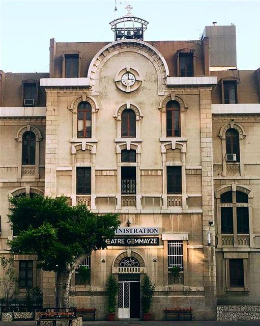 Good morning🕰 architecture symmetry architecturalphotography arches ... (Collège Sacré-Coeur Gemmayzé)