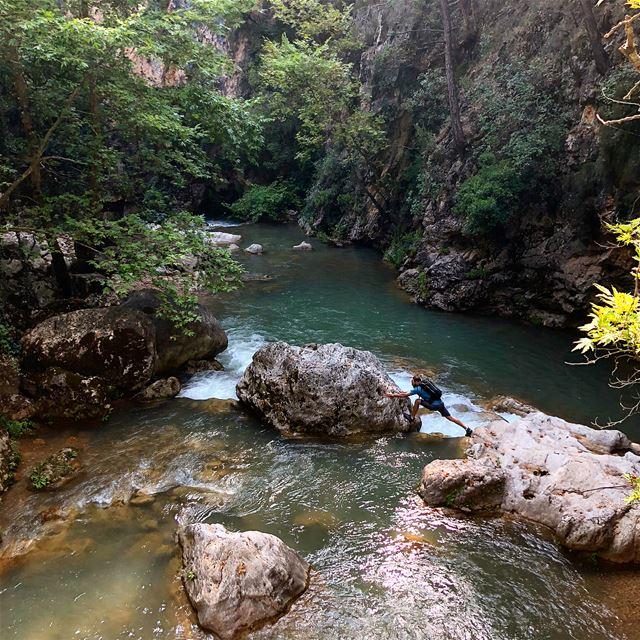الطلعة باليّد النزلة مش باليّد 😅➡️.... hiking hikingadventures ... (Lebanon)