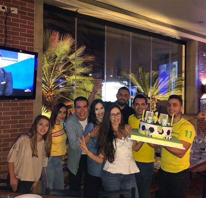Ayer fuimos a ver el juego de Brasil, celebramos la victoria y también me...