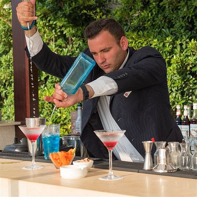 bartender drinks lancasteredenbay beirut lebanon🇱🇧 (Lancaster Eden Bay)