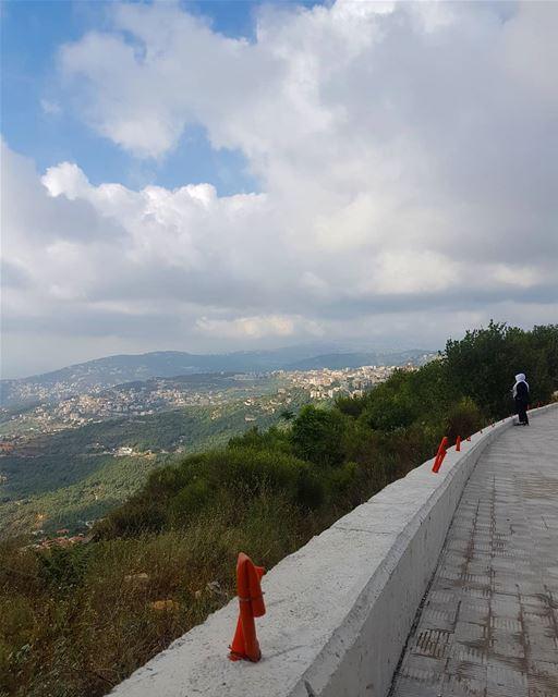 على مفترق الطريق.... ig_respect ig_lebanon instaamici instabeirut ... (Aley)
