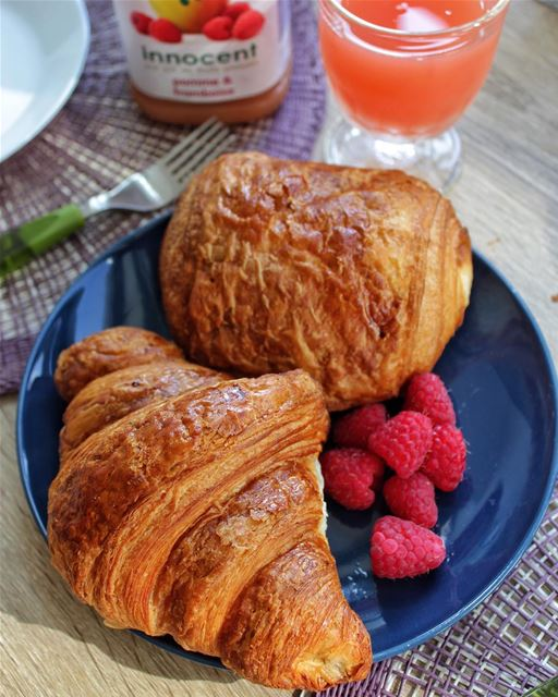 Our daily breakfast 🍓❤️.... croissant frenchcuisine breakfastgoals... (Annecy)