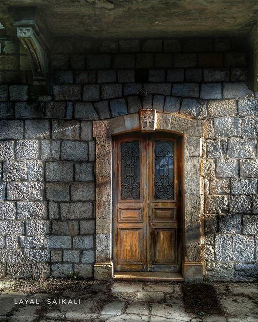 ⩔Ɨ₦₮₳₲Ɇ••••• lebanon old house door vintage vintagestyle... (Falougha, Mont-Liban, Lebanon)