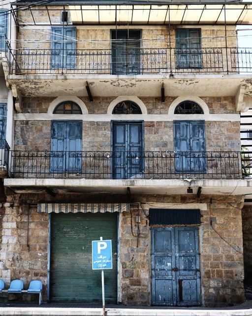 Shades of blue @livelovemarjeyoun (Marjayoûn, Al Janub, Lebanon)