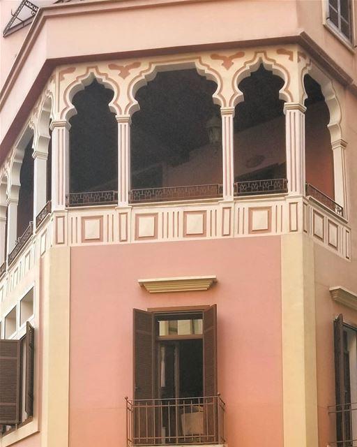 Beirut ashrafieh oldarchitecturephotography facadelovers facadedesign... (Achrafieh, Lebanon)