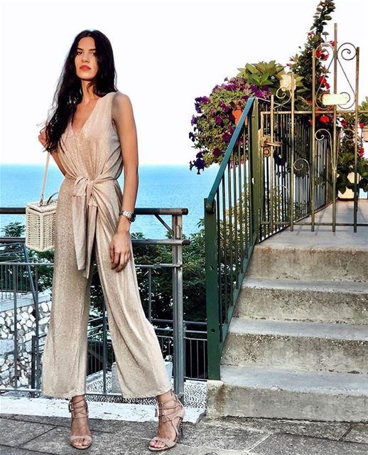 Shiny gold jumpsuit ✨DailySketchLook 360 shopping italian boutique ... (Er Râbié, Mont-Liban, Lebanon)