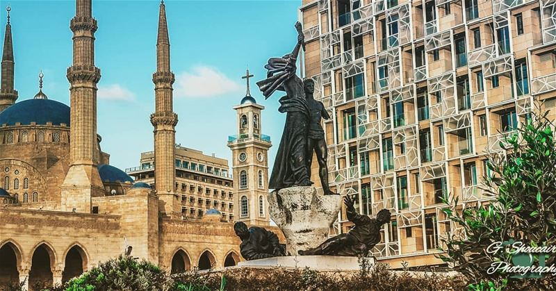 Beirut's lovely Martyr's Square_____🔴⚪⚪🌲⚪⚪🔴_____... (Downtown Beirut)