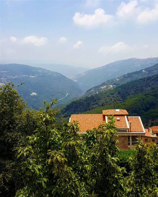 Hello Broumana 🖐🏻🖐🏻 such a glorious breezy day 💚❤ ............. (Broummâna, Mont-Liban, Lebanon)