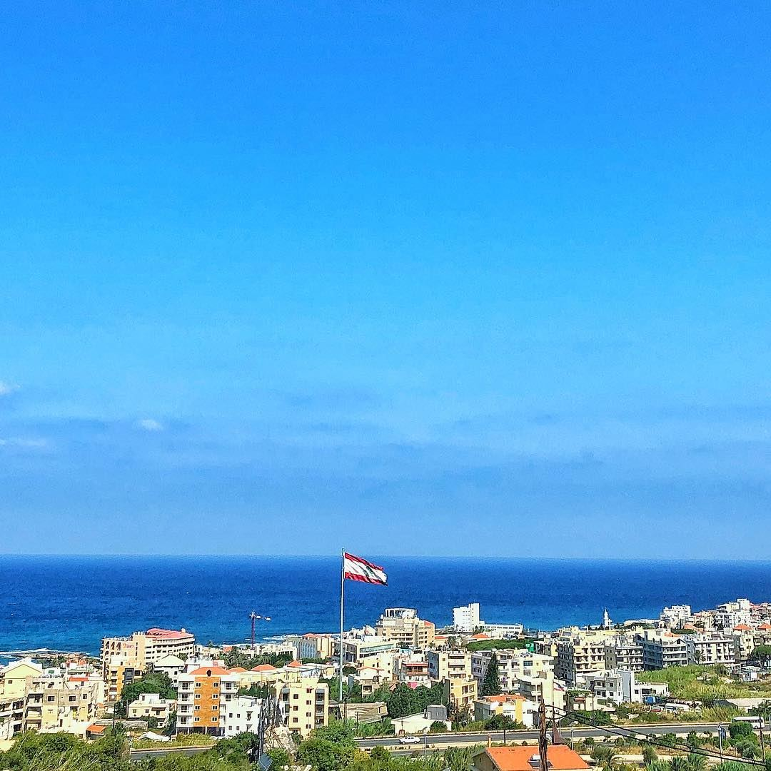 رفرف رفرف علم بلادي...♥️ lebanon country batroun seaside horizon ... (Batroûn)