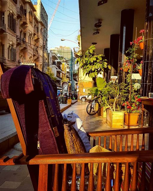 Whom you left your Chair For,,Dear Storyteller....🏃♀️🍃🍃🍃 thechair... (Beirut, Lebanon)