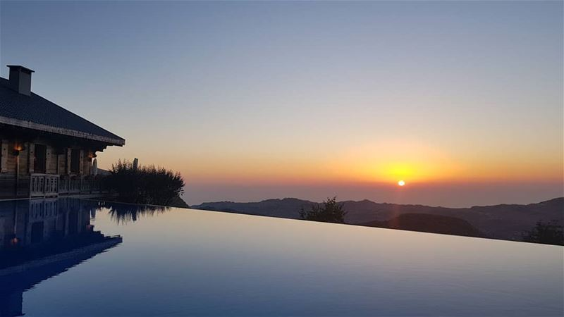 A tribute to @lemontagnou for serving one of the best sunsets in Lebanon... (Le Montagnou)