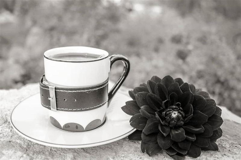 حين يغادر البعض يأخذ معه اللوان الحياة... قهوتي قهوة_الصباح قهوتي_عشقي ...
