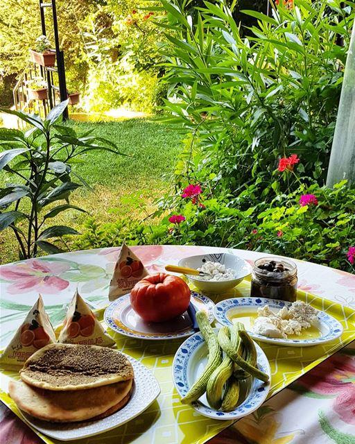 Good Morning. morning breakfast lebanon zahle mankoushe bonjus tradional... (Zahlé, Lebanon)