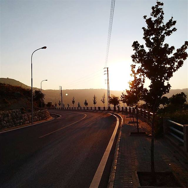 طريق الغروب..💛————————————————— sunset road beautiful time view ... (Jezzîne, Al Janub, Lebanon)