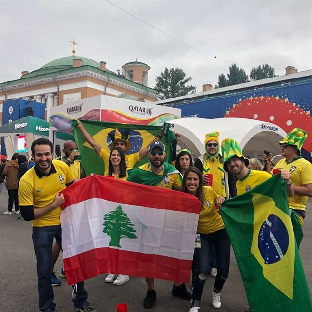 Matando a saudade da Copa do Mundo com essa foto dos torcedores líbano-bras (Moscow, Russia)