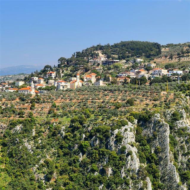 🇱🇧🇱🇧❤❤ village houses mountaintop cliff green rocky ... (Lebanon)