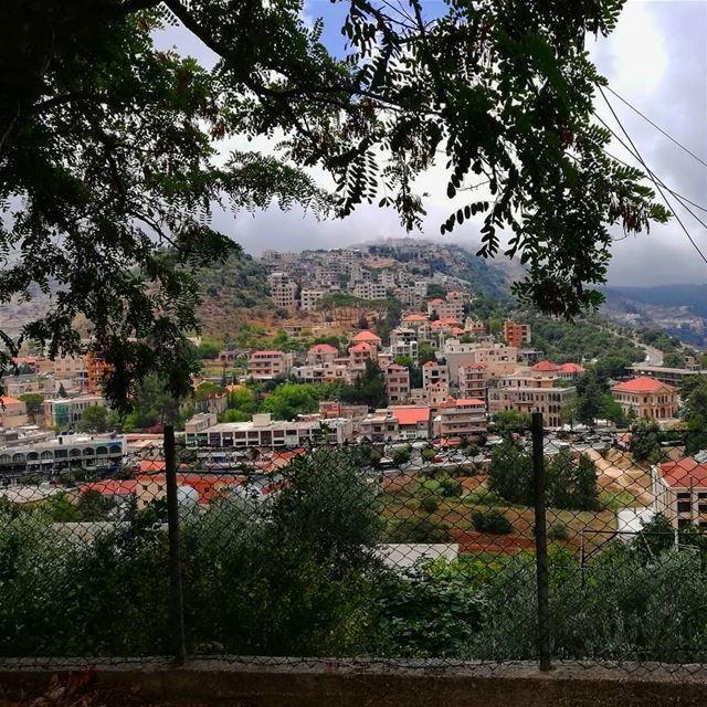 👩🏼🌾 (Jezzîne, Al Janub, Lebanon)