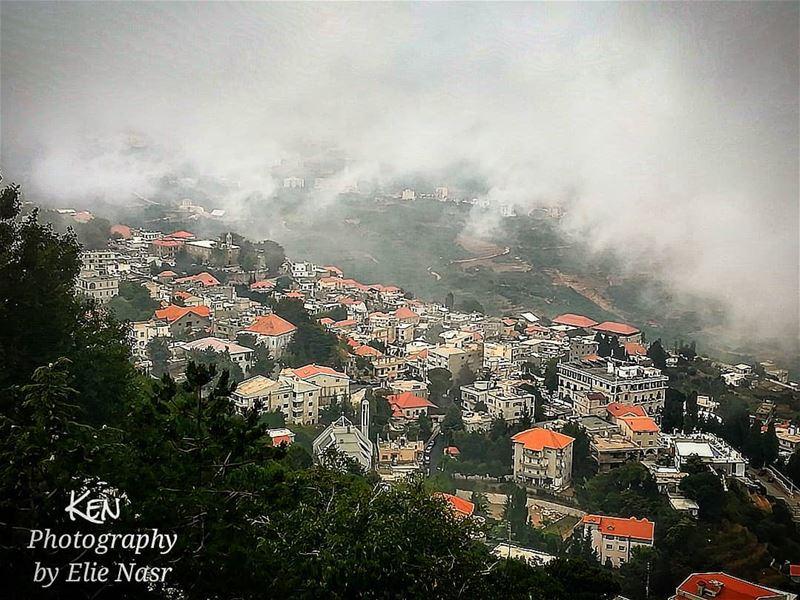 ...إن الضباب كثيفٌ وأنت أمامي.. ولست أمامي ففي أي زاويةٍ يا ترى تجلسين؟... (Ehden, Lebanon)