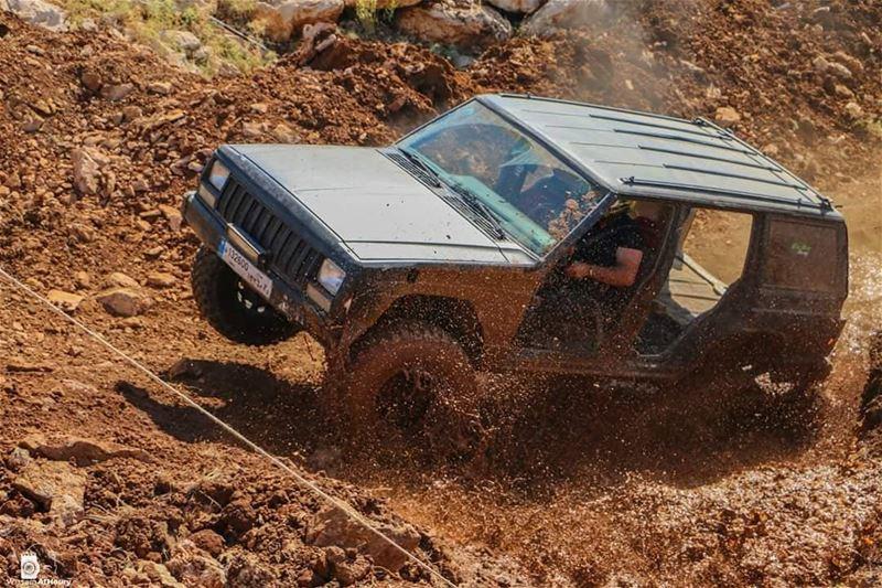 offroad mug splash offroading jeep cherokee lebanesedrivers mountlebanon... (Eghbé, Mont-Liban, Lebanon)