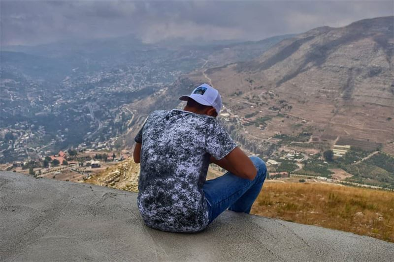 Too busy to look.. 😛.. mountains valley nature naturelover ... (Faraya, Mont-Liban, Lebanon)