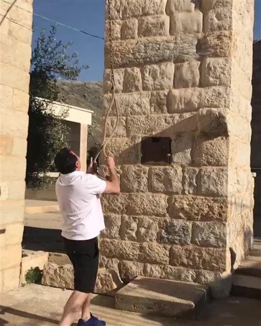 A empolgação e a felicidade ao visitar a terra natal dos seus ancestrais, é (Aïn Arab, Béqaa, Lebanon)