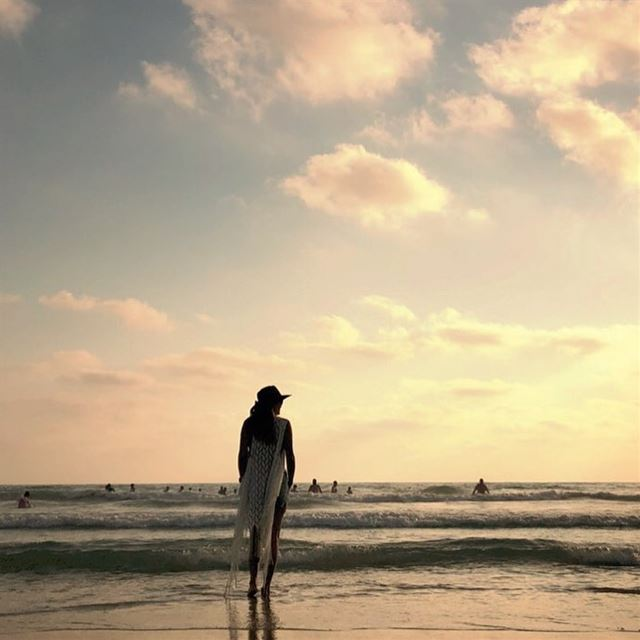 وقت غروب الشمس ...🌅 sunset sea sky nature naturelover tyr... (على شاطىء صور)