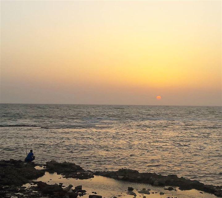 ناطر الرزقة 🎣 Tripoli Lebanon Sunsets fishing fishinglife ... (Tripoli, Lebanon)