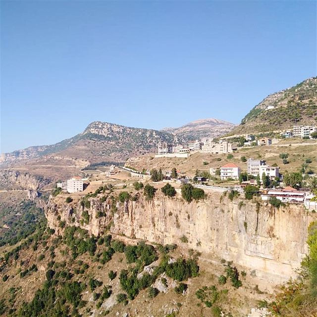 منظر جزّيني..💚 صباحو 🙋🏻‍♂️————————————————— view mountains ... (Jezzîne, Al Janub, Lebanon)