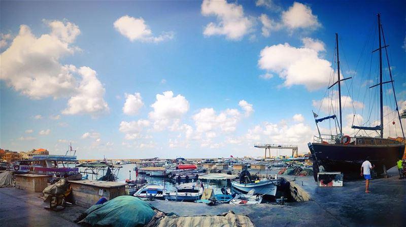 ...هالأزرق الصارخ، هالغيمة الليلكيّةهودي لكلّ الناس... tyr sour ... (Tyre, Lebanon)