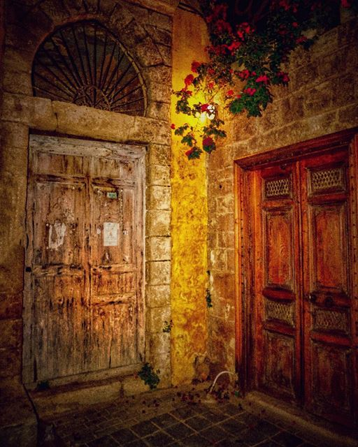 Two doors are always better than ☝🏻 ! 😎.📍Tyre city 💟 🇱🇧.... (Tyre, Lebanon)