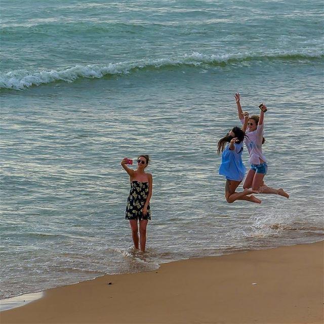 beach sand jump water beirut beiruting lebanon🇱🇧 (Ramlat Al Bayda', Beyrouth, Lebanon)