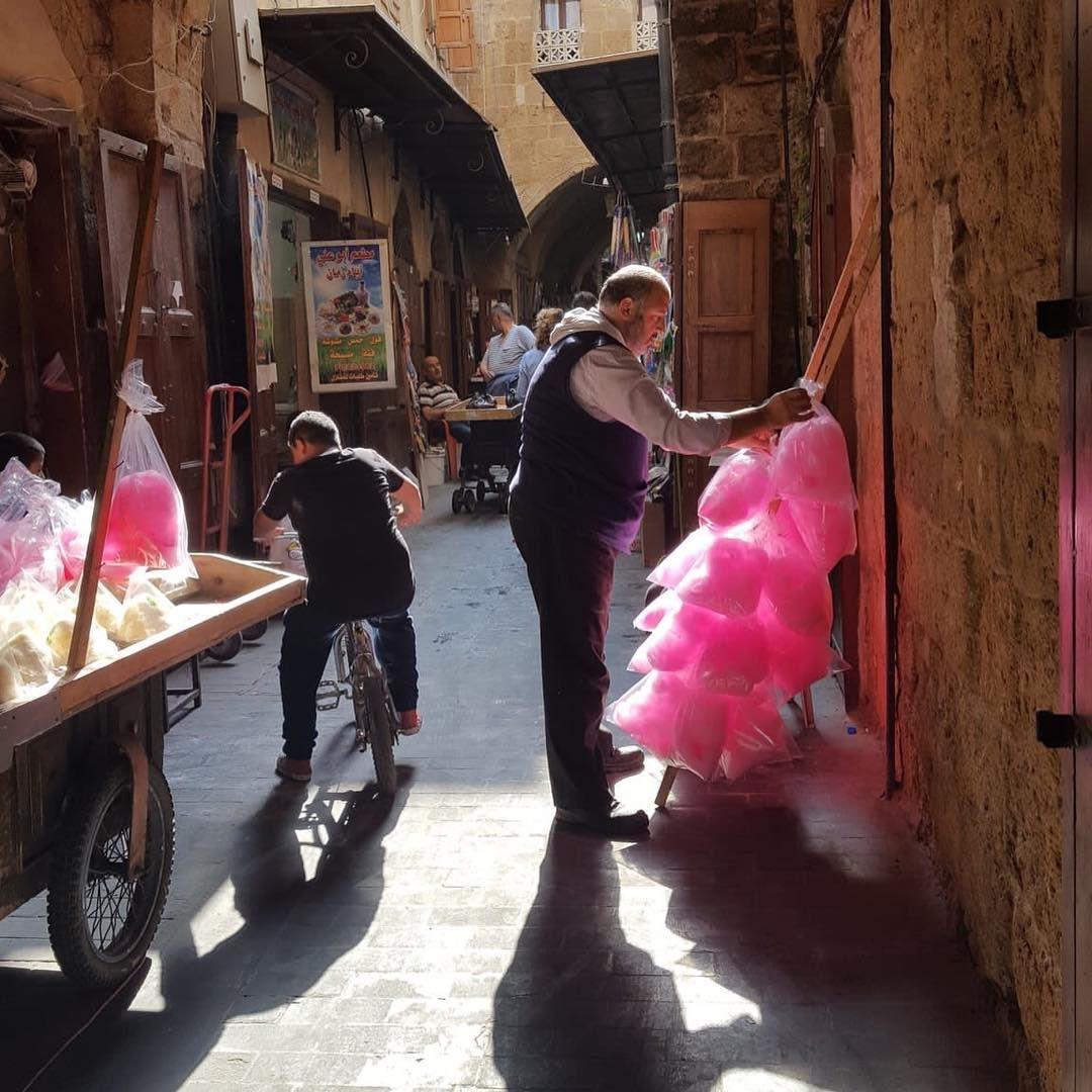 Hugo Shorter: The souk in Saida. Preparing the candy floss....