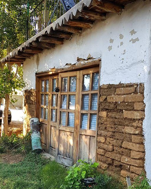 Old house.... bekaa zahle lebanon taanayel oldhouse painting wood farm...