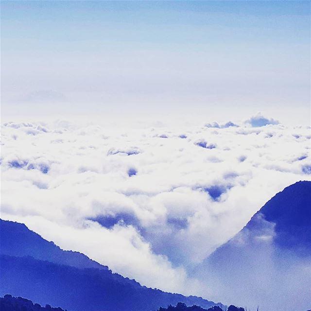 Lebanon Faqra fogs ... (Faqra)