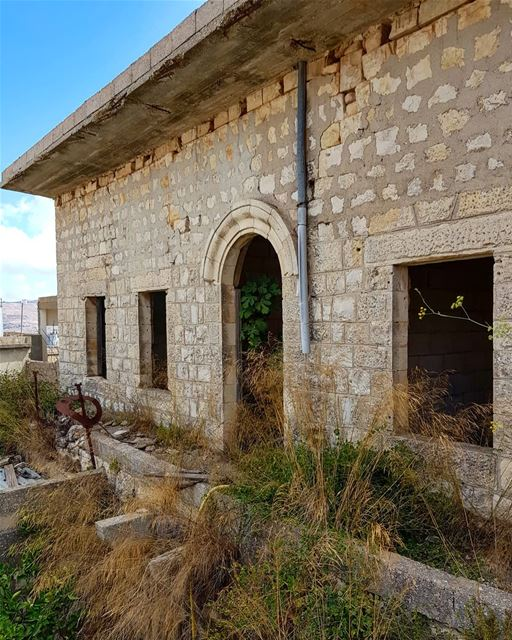 yaroun  yarounday  southlebanon  oldhouse  oldtown  village  hike  ruins ...