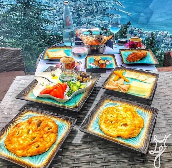 But first, BreakfastWithAView 😍📷 @m.e.and.y.o.u MorningGoals ... (The Terrace - Restaurant & Bar Lounge)