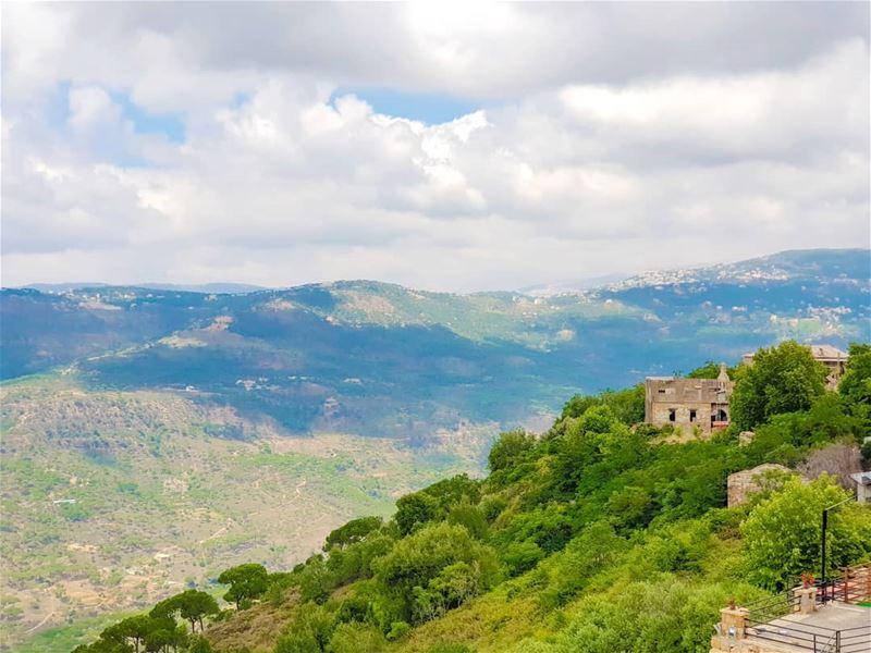 هون السما قريبي ... 🇱🇧... (Bhamdoûn, Mont-Liban, Lebanon)