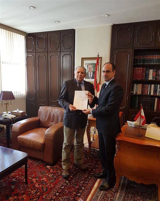 Compartilhamos esta foto do Consulado Geral do Líbano onde o Dr. Antônio... (Consulado Geral do Líbano)