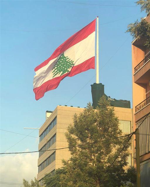 تحيه و سلام لحامي السلام.. عيد_الجيش_اللبناني lebanesearmy lebanesepride... (Beirut, Lebanon)