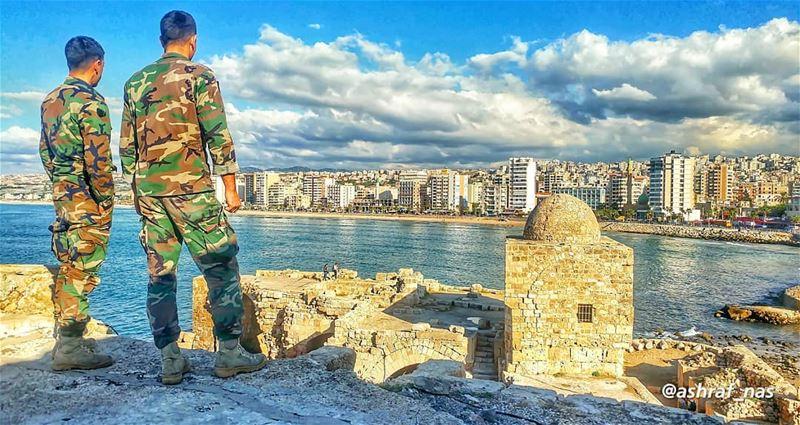 قللتو صوب أيا جهة رايحتَ أسال عنكقللي أنا على الساحلورفيقي على بعلبك...... (Saïda, Al Janub, Lebanon)