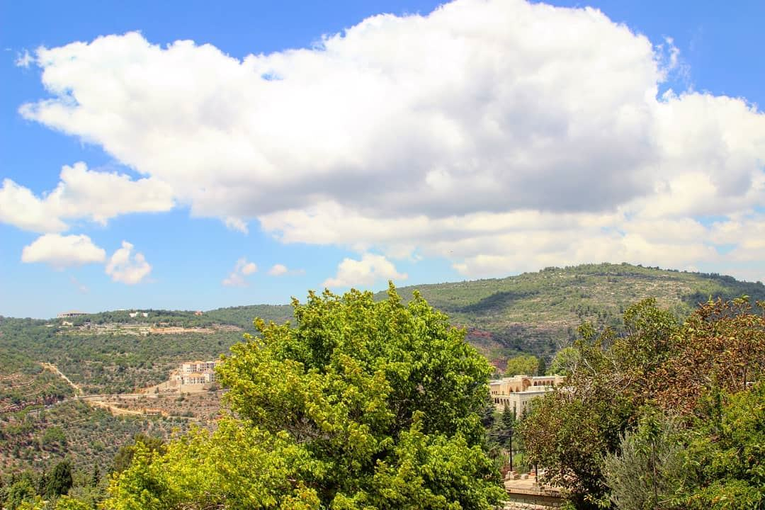 Can we admire the sky for a minute? Have a great day everyone 😊 ... (Mount Lebanon Governorate)