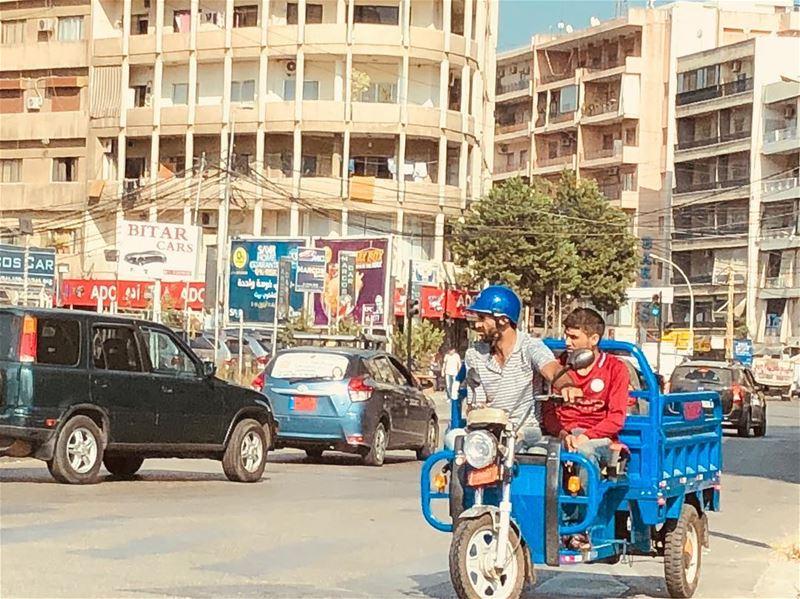 tuktukcar morningtraffic beirutcity earlymorningdrive... (Jdeideh)